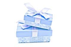 2 голубых подарочной коробки на белизне Стоковая Фотография