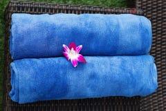 2 голубых полотенца в курорте Стоковое Изображение