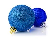 2 голубых сияющих шарика рождества Стоковое Изображение