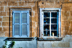 2 голубых старых окна HDR Стоковое Фото