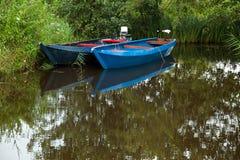 2 голубых шлюпки на озере Стоковое фото RF