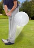 гольф шарика приходя как раз с тройника Стоковое фото RF