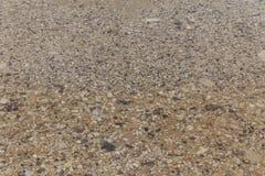 Гравий под предпосылкой воды стоковые фото