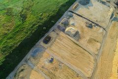Гравий разрабатывать от воздуха стоковые фотографии rf