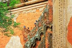 Гравировка стены виска Htilominlo, Bagan, Мьянма Стоковая Фотография RF