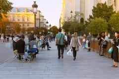 Граждане и туристы в воскресенье стоковая фотография rf