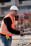 Гражданский инженер используя Digital Equipment стоковые фотографии rf