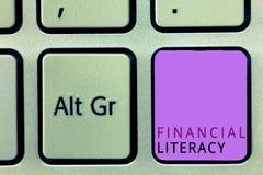 Грамотность текста сочинительства слова финансовая Концепция дела для Understand и знающее о том, как деньги работают стоковая фотография rf