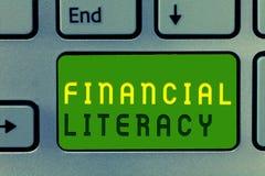 Грамотность текста сочинительства слова финансовая Концепция дела для Understand и знающее о том, как деньги работают стоковое изображение rf
