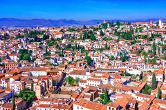 Гранада, Испания: Квартал Albaicin Moorish средневековый, традиционная архитектура стоковое фото