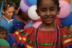 Гранада, Никарагуа 19-ое декабря 2017: Люди принимают участие в парад рождества стоковое изображение rf