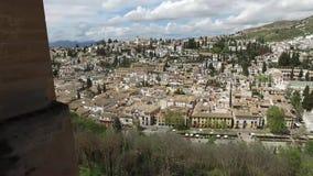 Гранада, Андалусия, Испания - 17-ое апреля 2016: Альгамбра и панорамные взгляды города сток-видео