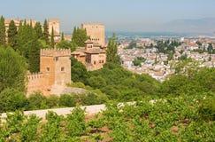 Гранада - внешний вид над Альгамбра и городком от садов Generalife Стоковая Фотография RF