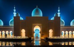 Грандиозная мечеть в Абу-Даби, ОАЭ стоковые фото
