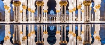 Грандиозная мечеть в Абу-Даби, ОАЭ стоковая фотография rf