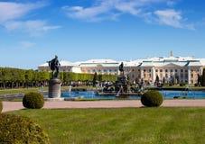грандиозное peterhof Россия дворца Стоковое Изображение RF