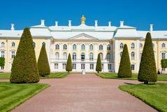 грандиозное peterhof Россия дворца Стоковое Изображение