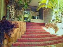 Грандиозный вход к обычному кондоминиуму в Израиле Стоковое фото RF