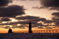 грандиозный заход солнца маяка гавани Стоковые Фотографии RF