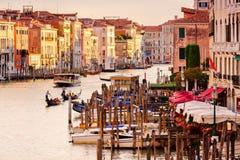 Грандиозный канал в Венеции на заходе солнца увиденном от моста Rialto Стоковое фото RF
