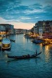 Грандиозный канал на ноче в Венеция Стоковые Изображения