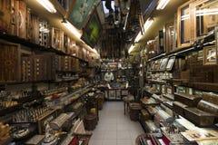 Гранд-базар, Стамбул, Турция - 04 23 2016: Антикварный старый и традиционный деревянный магазин в гранд-базаре, Стамбул, Турция стоковое фото rf