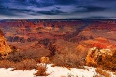 Гранд-каньон Аризона на заходе солнца стоковые фото