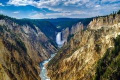 Гранд-каньон Йеллоустон - более низких падений стоковые фото