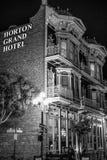 Гранд-отель Horton на историческом квартале Сан-Диего к ночь - КАЛИФОРНИЯ Gaslamp, США - 18-ОЕ МАРТА 2019 стоковая фотография
