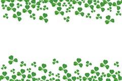 Граница двойника дня St Patricks shamrocks над белизной Стоковое Изображение RF