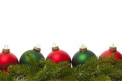 Граница зеленых и красных шариков рождества Стоковые Изображения RF