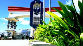 Граница между Индонезией и Папуаой-Нов Гвинеей стоковое фото rf