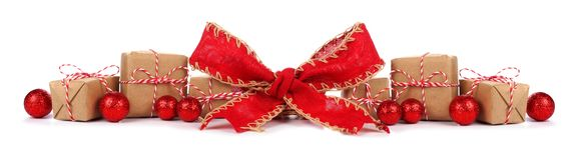Граница рождества при коричневые и белые изолированные подарочные коробки и красный смычок стоковая фотография rf