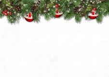 Граница рождества с ветвями ели, падубом и ¾ n конусов Ð белым стоковая фотография rf