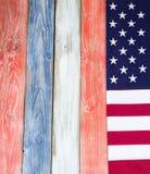 Граница флага США на деревенских покрашенных деревянных досках в национальном c Стоковые Фото