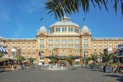 Грандиозная гостиница Kurhaus Гаага на пляже и прогулке Sche Стоковые Изображения