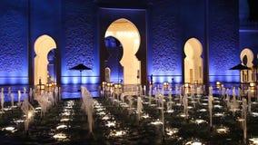 Грандиозная мечеть в Абу-Даби на ноче сток-видео