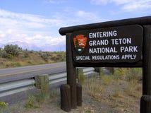 Грандиозная доска знака национального парка Teton стоковое фото rf