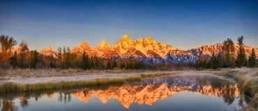 Грандиозное отражение ряда Teton, Вайоминг, Америка Стоковые Изображения RF
