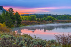 Грандиозное отражение Teton на восходе солнца Стоковые Фотографии RF