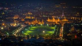 Грандиозный дворец в nighttime Стоковые Фотографии RF
