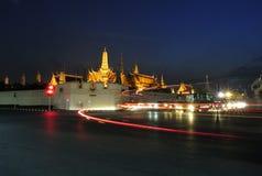 Грандиозный дворец на ноче Стоковое Фото