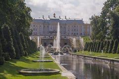 Грандиозный дворец Peterhof, грандиозный каскад и фонтан Samson Стоковое Изображение