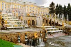 Грандиозный дворец Peterhof, каскад фонтана Россия Стоковая Фотография