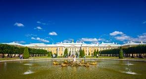 Грандиозный дворец Peterhof Стоковые Изображения RF