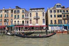 Грандиозный канал и гондолы, Венеция, Италия Стоковое Фото