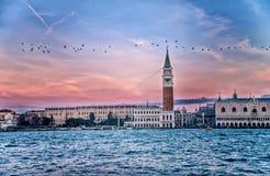Грандиозный канал, квадрат St Mark с церковью на зоре - Венецией Сан Giorgio di Maggiore, Venezia, Италией, Европой Стоковые Изображения RF