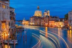 Грандиозный канал на ноче в Венеции, Италии Стоковая Фотография RF