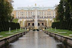 Грандиозный каскад, грандиозный дворец Peterhof Стоковая Фотография RF