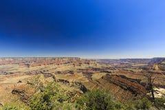 Гранд-каньон, южная оправа, солнечный день с голубым небом Стоковые Фотографии RF